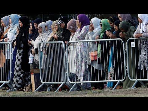 نيوزيلاندا: بدء مراسم دفن ضحايا اعتداء كرايستشيرش الإرهابي وسط إجراءات أمنية مشددة  - نشر قبل 2 ساعة