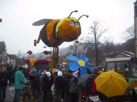 Biene Maja beim Umzug