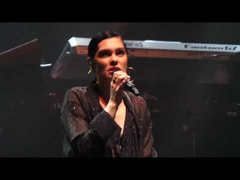 Jessie J - Earth Song (Michael Jackson Cover) Birmingham 08/10/2017