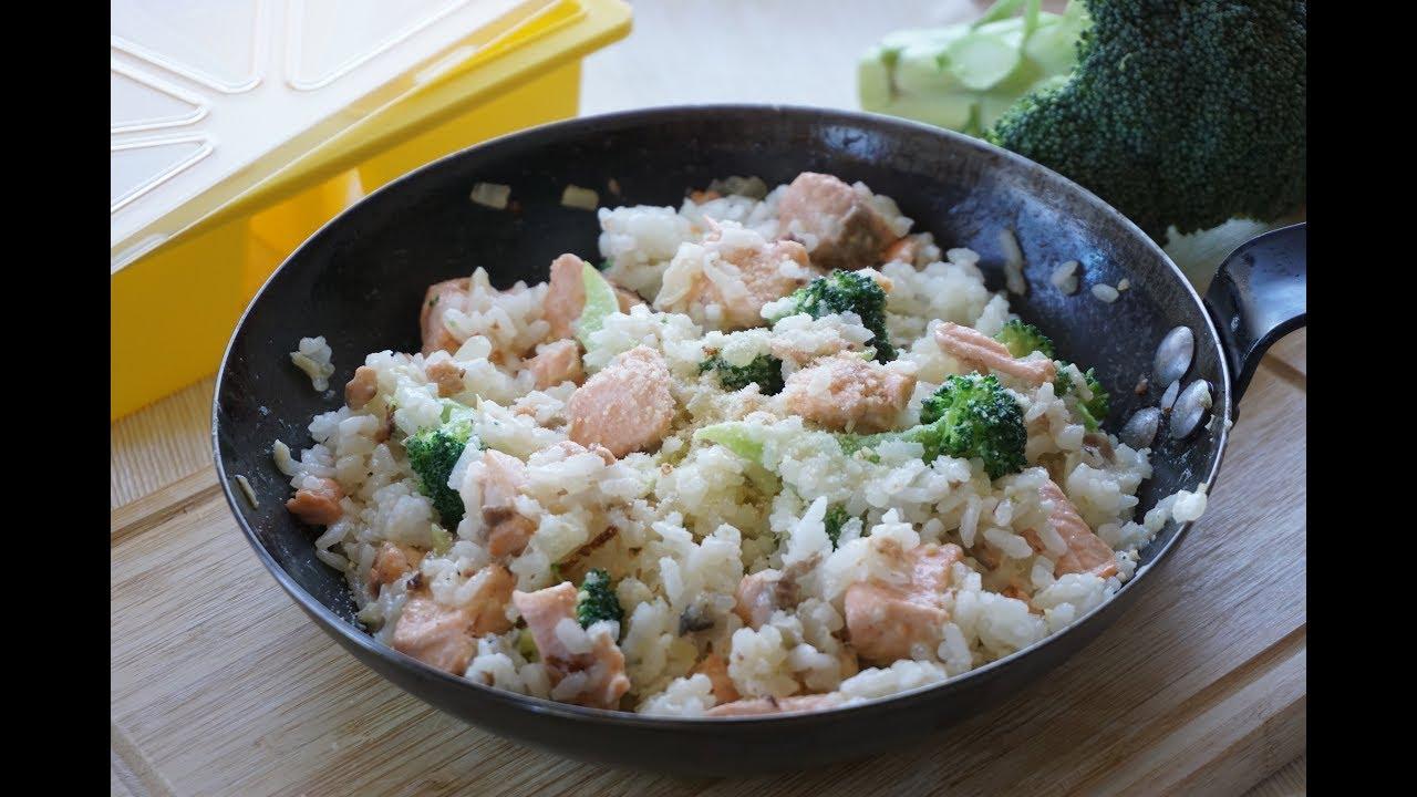 【副食品】適合10M以上寶寶的香濃鮭魚起司燉飯 - YouTube