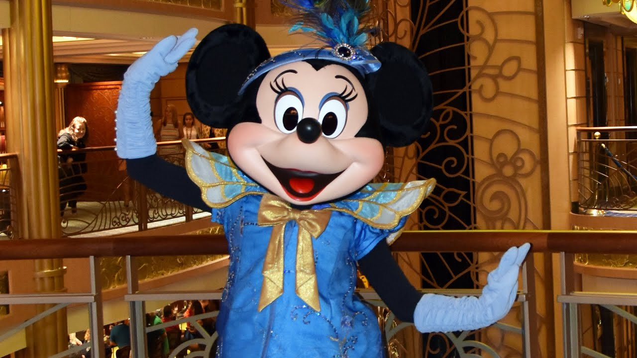 Minnie Mouse Meets In Formal Outfit On Disney Fantasy