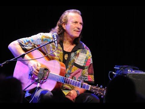 Blues & Boogie First: Hans Theessink im Veranstaltungsforum Fürstenfeld