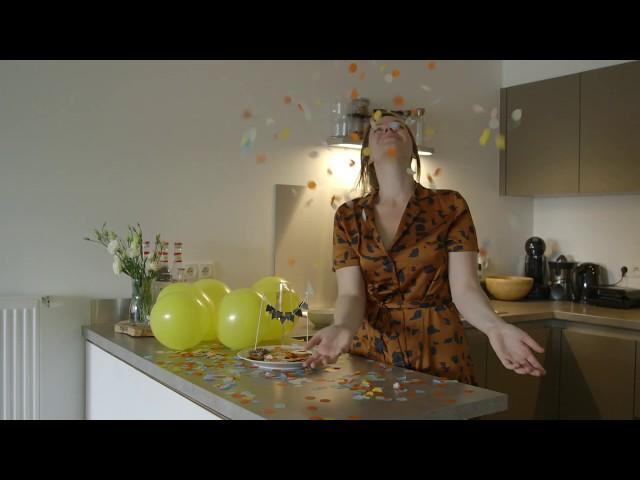Lotte bouwt een feestje in haar keuken!