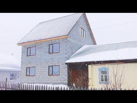 Переехали из города в деревню Деревенский парень показывает  дешевый дом из газобетона