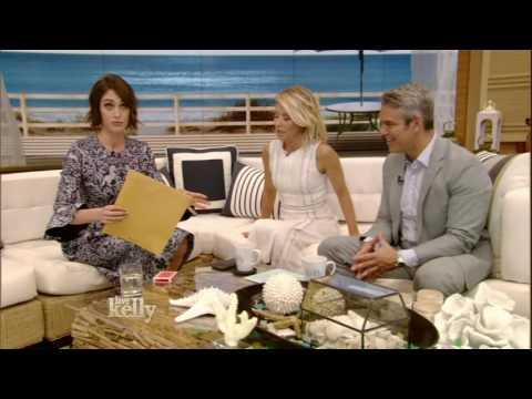 Lizzy Caplan Performs a Magic Trick