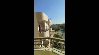 بالفيديو.. مصدر أمني يكشف كواليس طرد سيدة من شقة بأكتوبر
