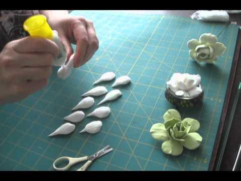 Цветы из самозастывающей полимерной глины.