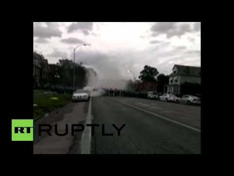 USA: Tear gas fired in Ferguson after police shooting