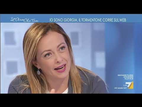 Giorgia Meloni e Myrta Merlino cantano insieme la hit del momento 'Io sono Giorgia'