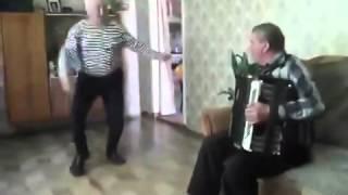 Яблочко танцует настоящий моряк ветеран ВМФ Моряку 75 лет