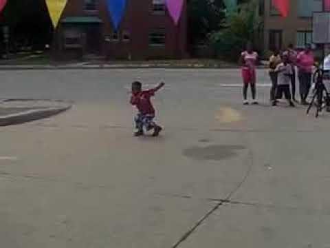 7 tuổi nhảy nhạc rap