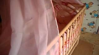 2 Часть обзор Кроватки Веселка тм Дубок на шарнирах(Обзор кроватки с маятниковым механизмом на шарнирах, одетой в постельный комплект с балдахином