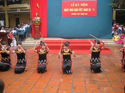 """Múa """"Chiều lên bản thượng"""" - 11A3 THPT Hưng Yên (20-11-2013)!"""