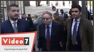 شاهد لحظة مغادرة فتحى سرور دار القضاء عقب دفاعه عن صفوت الشريف