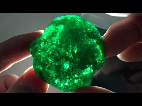 How to Make a Gemstone Slime : Emerald Green Slime Kryptonite Putty - Elieoops
