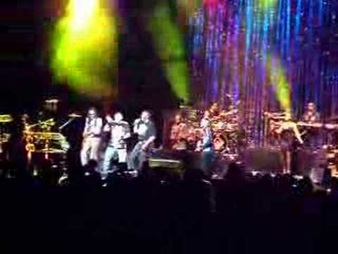Earth Wind & Fire - Let's Groove Tonight - Live in São Paulo