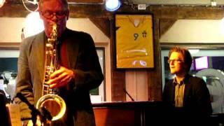 Joel Svensson Trio: Sax no end