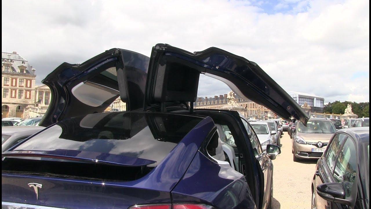 Tesla Model X falcon wing doors at tight parking & Tesla Model X falcon wing doors at tight parking - YouTube