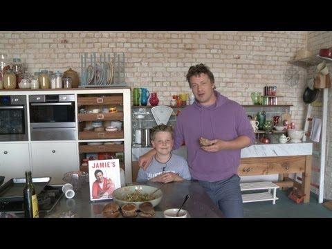 Jamie oliver watches 9 year old cook his burgers youtube - Jamie en 15 minutes ...