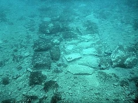 MASSIVE BRONZE AGE SETTLEMENT DISCOVERED UNDERWATER IN GREECE