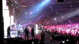 lil wayne and drake jump on stage at jay z s bp3 concert