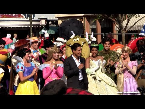 youtube premium - Disney Christmas Day Parade