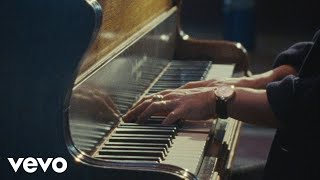 Смотреть клип Jamie Cullum - Love Is In The Picture