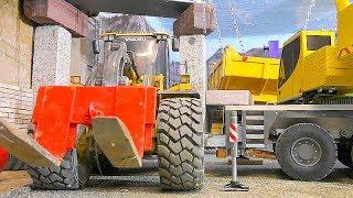 RC heavy transport! Liebherr LTM 1055 crane in action! Insanity models