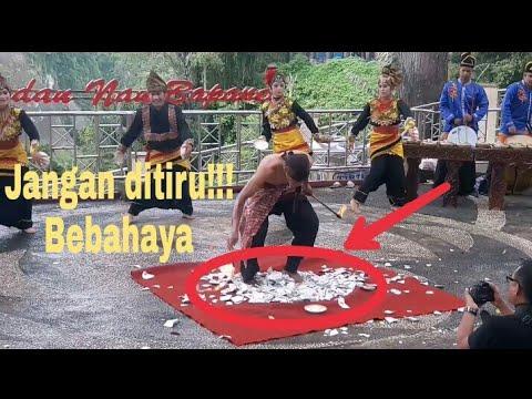 Manusia kebal bling - Tari piring sumatera barat