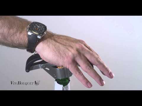 Nuestro patentado Sacacorchos de Cava y Champagne le permite abrir sus botellas sin esfuerzo en un sólo movimiento. http://www.vinbouquet.com.