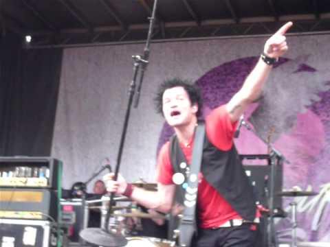 Fat Lip - Sum 41 @ Vans Warped Tour Montreal 2010