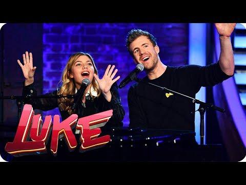 Viva La Vida - Piano Duett mit Louane - LUKE! Die Woche und ich | SAT.1