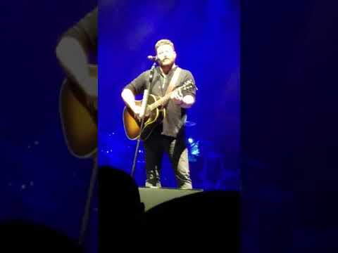 Chris Young, unknown acoustic song, Losing Sleep tour, 1/13/18, St. Louis