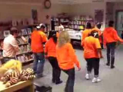 "Teachers do the ""AR WOBBLE"" (Thomas Elementary School - Carbondale, Il)"