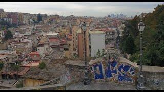 Napoli, la vergogna dello scalone monumentale abbandonato