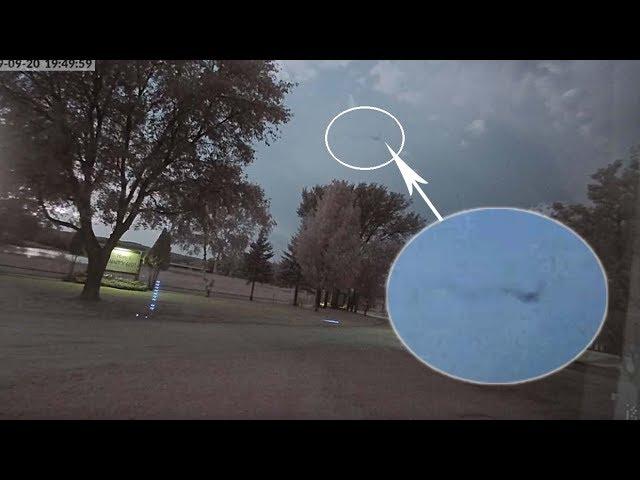 Aparece una extraña figura volando por el cielo durante una tormenta en Minnesota