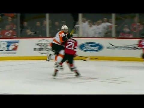 Flyers' Gudas smashes into Palmieri, multiple fights ensue