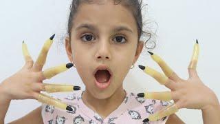 الساحرة طولت أظافر سوار !! Long nails , child pretend play funny videos for kids, les boys tv