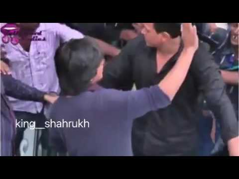 Шах рук кхана чуть не растерзали его фанаты.  SRK  FAN.