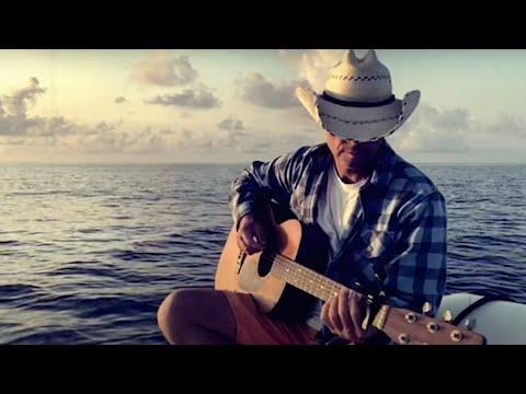 Смотреть клип Kenny Chesney - Beautiful World