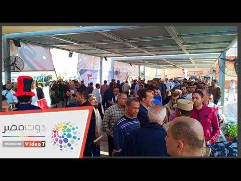 مئات العاملين والمسافرين بلجنة استفتاء مطار القاهرة لليوم الثاني  - نشر قبل 23 ساعة