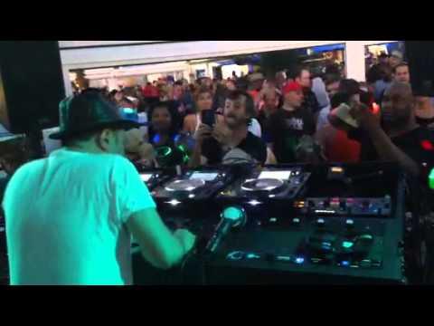 Louie Vega - Place To Beach 7/5/14 - Nuyorican Soul - The Nervous Track Video 1