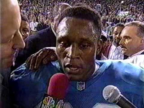 BARRY SANDERS BREAKS 2000 YRDS