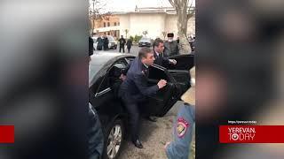 Դատախազներ Բաղդասարյանին և Պետրոսյանին դիմավորեցին «ամոթ» վանկարկումներով