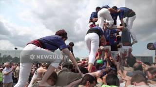 Human tower at circus festival | Newzulu