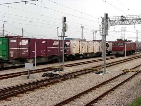 2009/4/16 貨物列車に機関車連結...