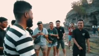 Khalid Sings 'Location' and 'Young Dumb n Broke' with a group of fans.