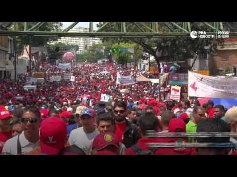 Акции сторонников и противников президента Венесуэлы Мадуро в Каракасе