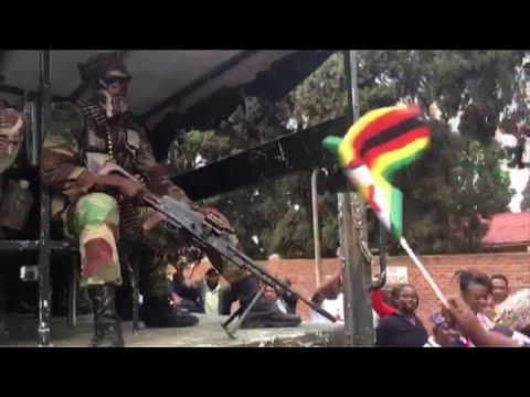 AFP: Les Zimbabwéens fraternisent avec les soldats