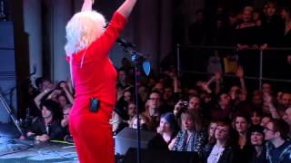 Blondie Plays 9-Minute Version Of